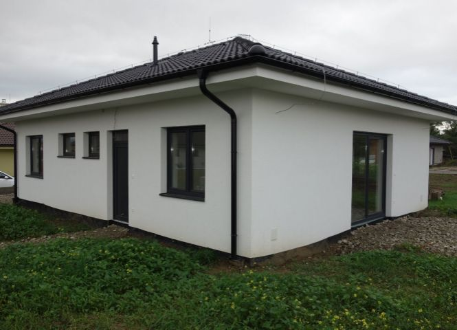 Rodinný dom - Ivanovce - Fotografia 1