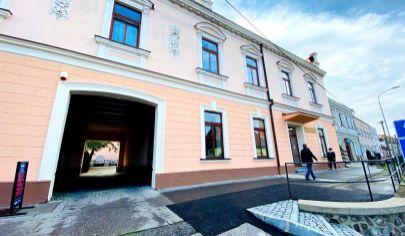 Exkluzívne APEX reality prenájom prízemnej kancelárie v centre Hlohovca, 44 m2,