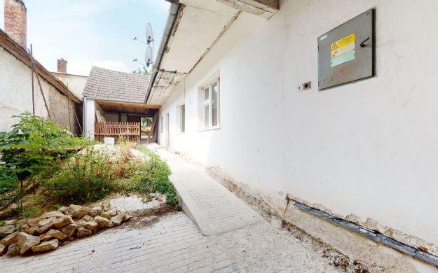 Rodinný dom /záhrada, hospodárstvo/ Kočín