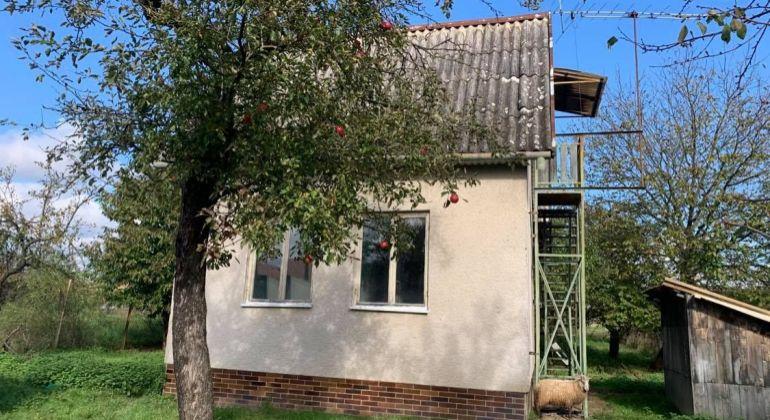 Na predaj dvojpodlažná murovaná chatka v obci Svinná, pozemok 978m2