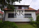 Priestranný rodinný dom na veľkom pozemku v Šulekove na predaj
