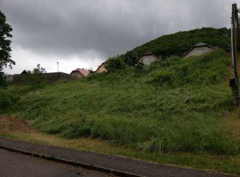 Slnečný stavebný pozemok- Žarnovica, 829 m2, všetky IS pri pozemku