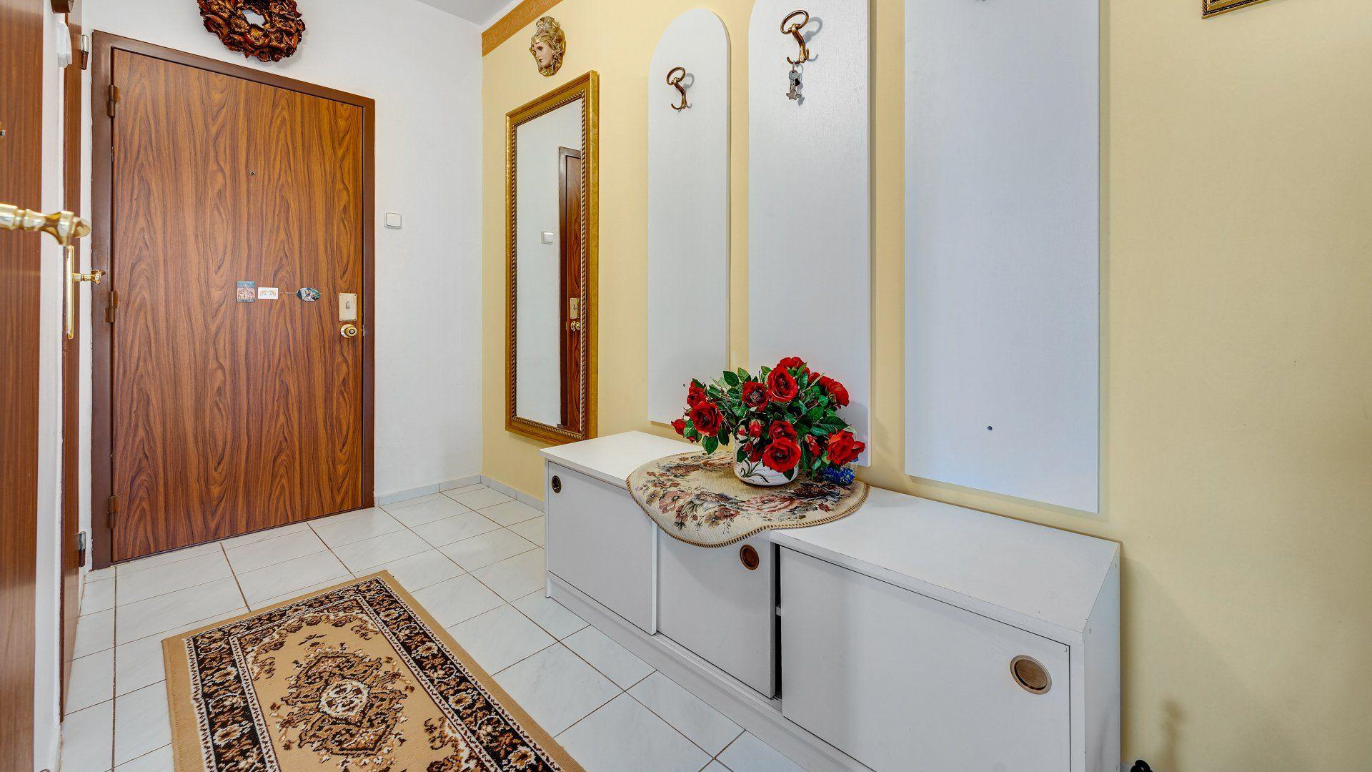 3 izbový byt, kompletne zariadený, čiastočná rekonštrukcia, začiatok Petržalky