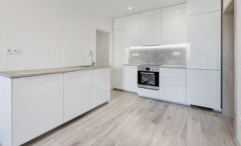 Ponúkame Vám na predaj 4 izbový byt Bratislava-Petržalka,  Tematínska