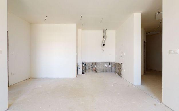 2 izb. priestor /vyhradené parkovanie/ Lodenica Piešťany