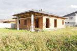Päťizbový rodinný dom s prekrytou terasou
