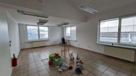 Ponúkame na prenájom kancelárske priestory v Považskom Podhradí.