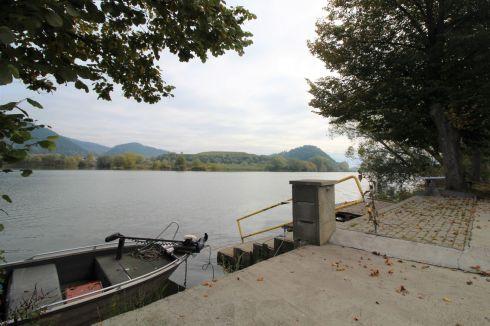 Príprava na rekreačnú chatku v Strážove pri rybníku