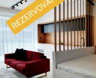 VIDEOPREHLIADKA, luxusný - neodolateľný 1 izb.byt, na skok do centra