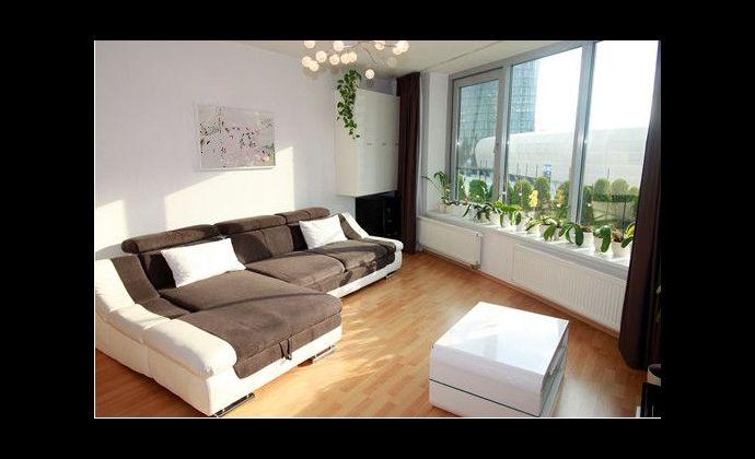 Krásny 4-izbový byt v Troch vežiach so zasklenou terasou na Bajkalskej ulici
