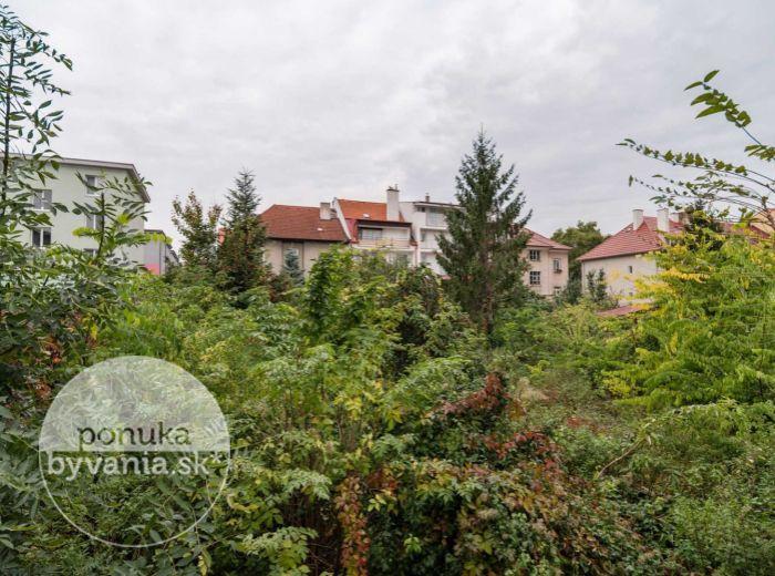 RUŽINOV - NIVY, stavebný pozemok, 607 m2 - EXKLUZÍVNA lokalita, lukratívne BÝVANIE alebo PODNIKANIE