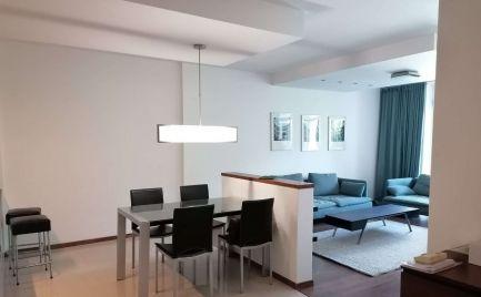 Ponúkame na prenájom kompletne, moderne zariadený 3izbový byt v novostavbe, s 2 parkovacími miestami v garáži,  na ulici Boženy Němcovej v Bratislave – Staré Mesto.