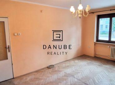 Predaj veľký 2-izbový byt v pôvodnom stave, Bratislava-Ružinov, Prievozská ul.