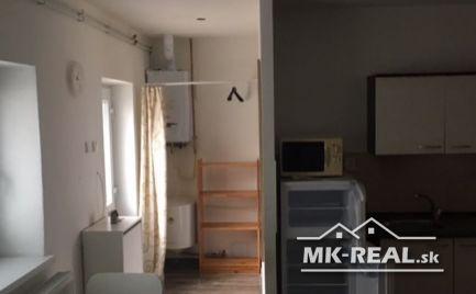 Menší rodinný domček - nebytový priestor.