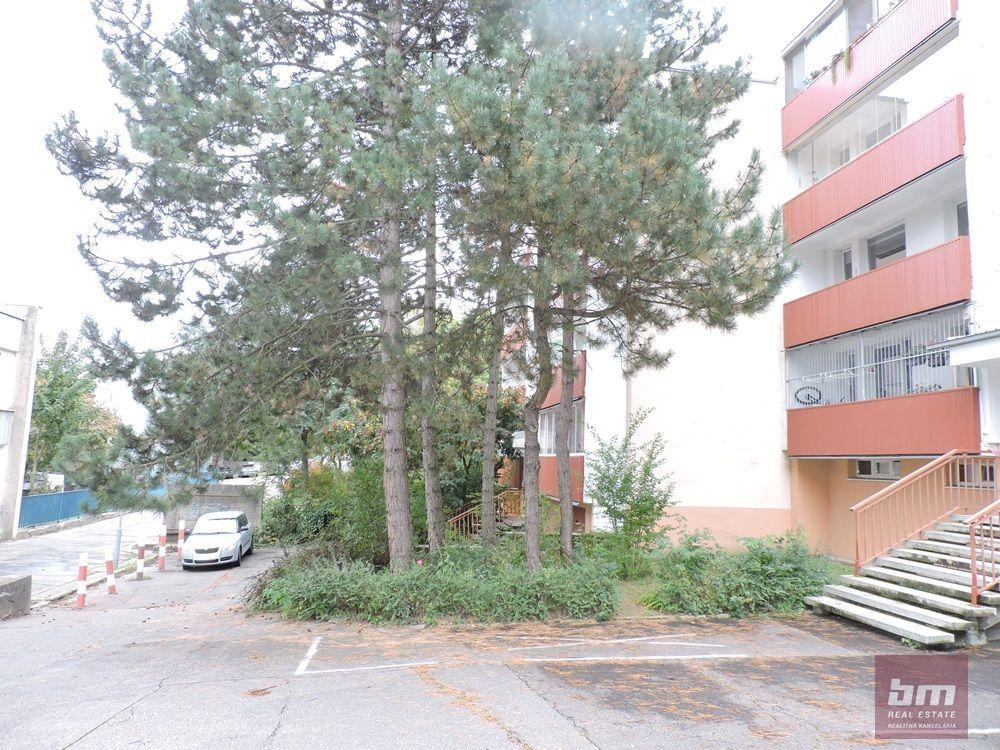 1-izbový byt-Predaj-Bratislava - mestská časť Dúbravka-99600.00 €