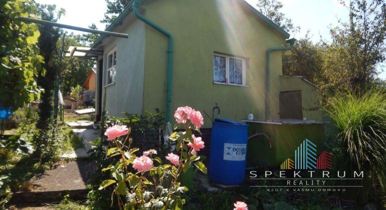 Na Predaj záhrada s chatkou, pozemok 426 m2, záhradkárska osada 9.Mája, Prievidza