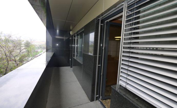 5-izbový luxusný byt 247 m², BA-Staré Mesto, možnosť 3 parkovacích státí