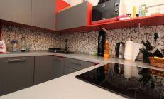 Veľký 1 izbový zrekonštruovaný byt, Nové Zámky, predaj