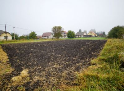 Stavebný pozemok 869 m2 v obci Socovce na predaj