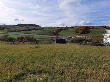 Predaj pozemku vhodného na RD v Ovčiarsku 787 m2, cena: 51338 Eur