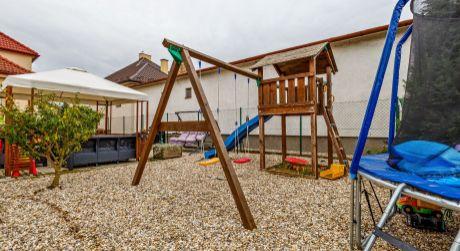 PREDAJ dvoch rodinných domov za cenu jedného v Tomášove ,  vhodné aj ako dvojgenerečné bývanie