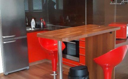 Ponúkame do prenájmu velkometrážny, zariadený 1 izbový byt na Heyrovského ulici v Lamači, Bratislava IV.