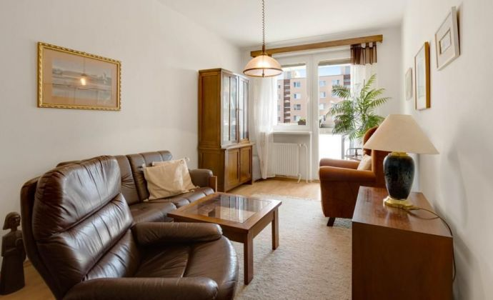 Ponúkame Vám na predaj 3 izbový byt vo vyhľadávanej lokalite Ružnová na Jašíkovej ulici