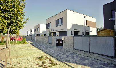 Na predaj moderne vybavený 3 izbový byt (75,4) v s predzáhradkou 82 m2.