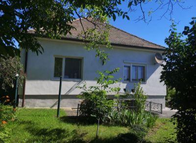 Areté real, Predaj príjemného 3-izbového rodinného domu s 1452 m2 slnečným pozemkom v Modre