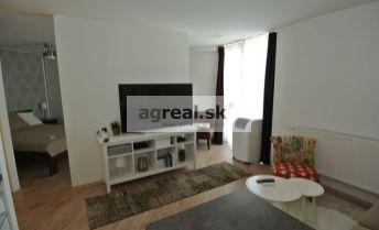 Prenájom exkluzívneho a priestranný 1-izb. bytu so spacím kútom (41,5 m2)  v úplnom centre na Suchom mýte, Bratislava I- Staré Mesto
