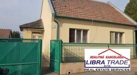 Predaj- RD v pôvodnom stave s pekným pozemkom v obci Lipová.