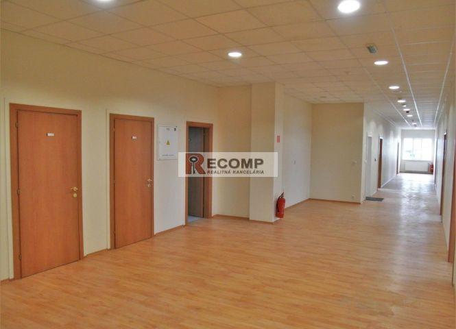 administratívna budova - Poprad - Fotografia 1