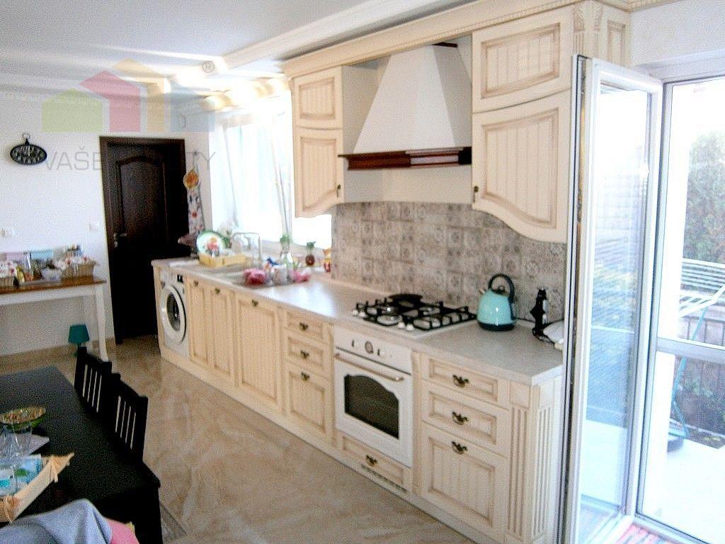 Priestranný podpivničený rodinný dom 5+5, Banka pri Piešťanoch