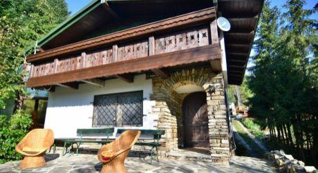 Ponúkame Vám na predaj chatu v Bachledovej doline. Plocha: úžitková 140m2. Rozloha pozemku 1723 m2