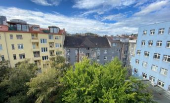 Ponúkame na prenájom  2 izbový byt na Jelenej ulici v Bratislave- Staré Meesto