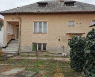 Ponúkame na predaj rodiný rom v Želovciach neďaleko  Veľkého  Krtíšia.
