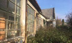 Starší dom s rozsiahlym pozemkom v Chotíne, predaj