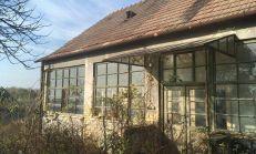 Rozsiahli pozemok so starším domom v Chotíne, predaj