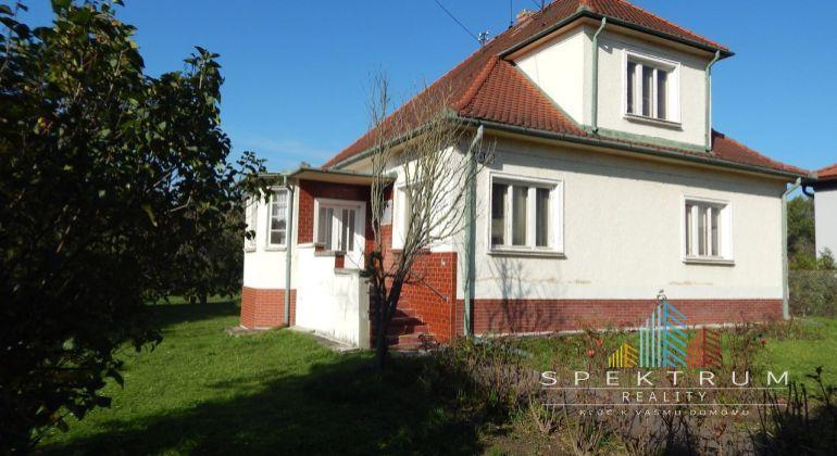 REZERVOVANÉ-Na predaj 4-izbový rodinný dom 1353 m2, Zemianske Kostoľany, okres Prievidza