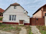 Na predaj 3+1 rodinný dom s veľkým pozemkom (možnosť využiť aj na podnikanie) o rozlohe 1803m2 v obci Šúrovce