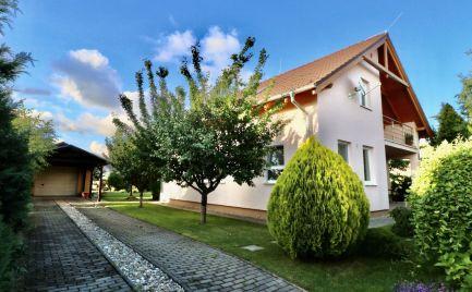 PREDAJ - priestranný 5 izbový rodinný dom, Chorvátsky Grob s výhľadom priamo na Malé Karpaty - EXPISREAL