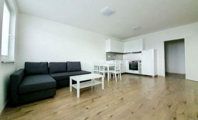 Prenájom 2-izbového bytu s parkovacím miestom