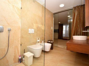 1i byt, 67 m2 - Čierna Voda:vytvorený bytovým architektom, krásna strešná terasa, IHNEĎ VOĽNÝ