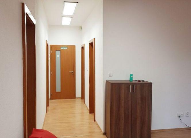 kancelárie - Bratislava-Karlova Ves - Fotografia 1