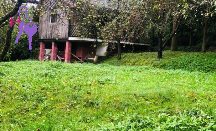 Murovaná chata v tichom prostredí 900 m2