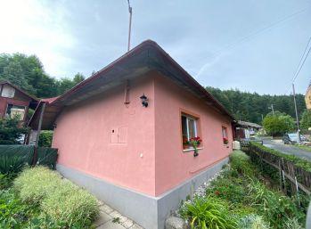 Exkluzívne. Rodinný dom v tichej obci Kolinovce o celkovej rozlohe 1008 m2