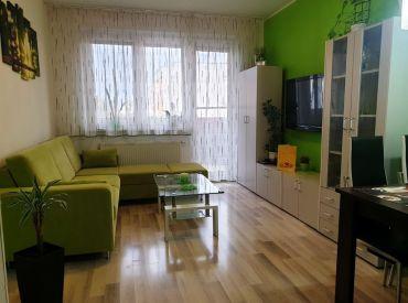 ** REZERVOVANÉ ** NOVOSTAVBA - Na predaj komplet zariadený 2-izbový byt s veľkým balkónom a garážou - obec Beckov