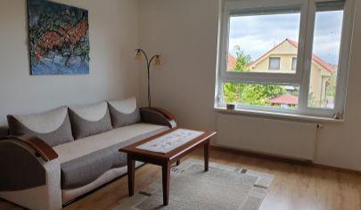 PREDAJ – Pekný 2i byt v rodinnom dome s dvomi  terasami a parkovaním – Rovinka, Kvetná ul.