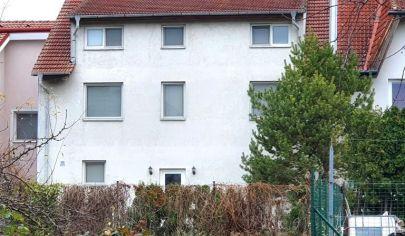 Na predaj - veľký rodinný dom, v tichej časti Rusoviec, s možnosťou skĺbenia bývania s podnikaním.