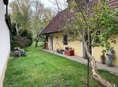 PREDAJ - RAKÚSKO - Engelhartstetten – víkendová chalupa so stavebným pozemkom